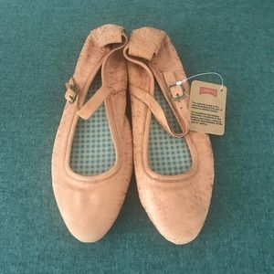 Camper Pointy-Toe Flats